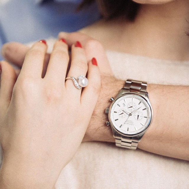 Detale u cammyy  piercionek z per i mski zegarekhellip